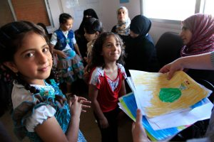 Refugee_children_from_Syria_at_a_clinic_in_Ramtha,_northern_Jordan_(9613477263)